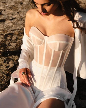 Milky corset with transparent cups effect